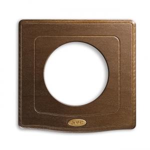 drewniana ramka retro włącznika