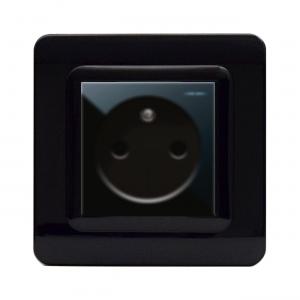 czarne nowoczesne gniazdko elektryczne