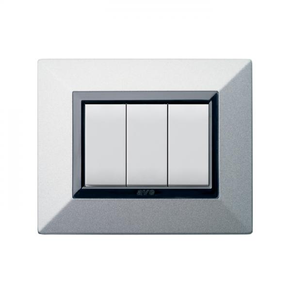 metalowa ramka włącznika światła