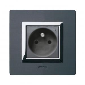 designerskie gniazdo elektryczne czarne