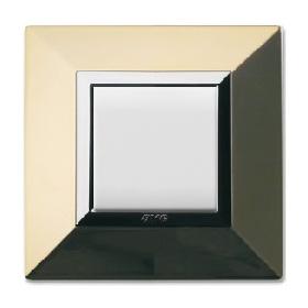 minimalistyczne włączniki światła złote