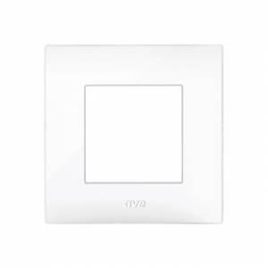 biała ramka na włącznik światła
