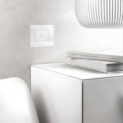 biały włącznik dotykowy światła